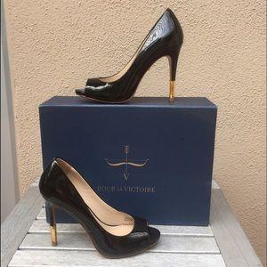 Pour la Victoire Shoes - Sable patent peep toe pump