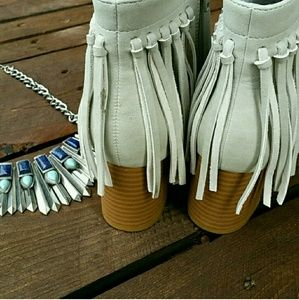 Journee Collection Shoes - 🔥LAST CHANCE🔥Tribal fringe light gray BOOTIES
