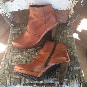 Paul Green Munchen Tan Distressed Leather Boots