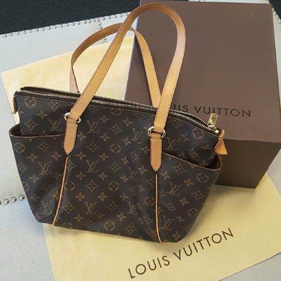 aa6401ad04e0 Louis Vuitton Handbags - Louis Vuitton Totally PM