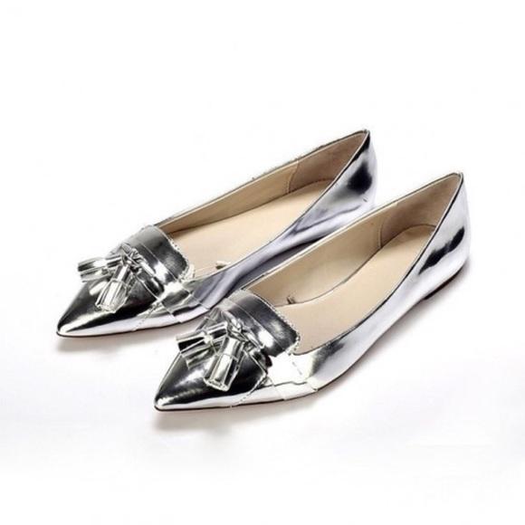 3a08746d1d6 Zara Basic Silver Pointed Toe Tassel Loafers. M 5830dcd9620ff78af704b000