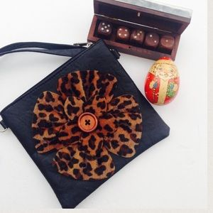 Handbags - 🆕Leopard patch faux leather cross body -Black