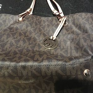 Michael Kors Shopper 100% leather AND AUTHENTIC