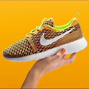Nike Shoes - ✨🆕✨{Nike} Roshe One Flyknit