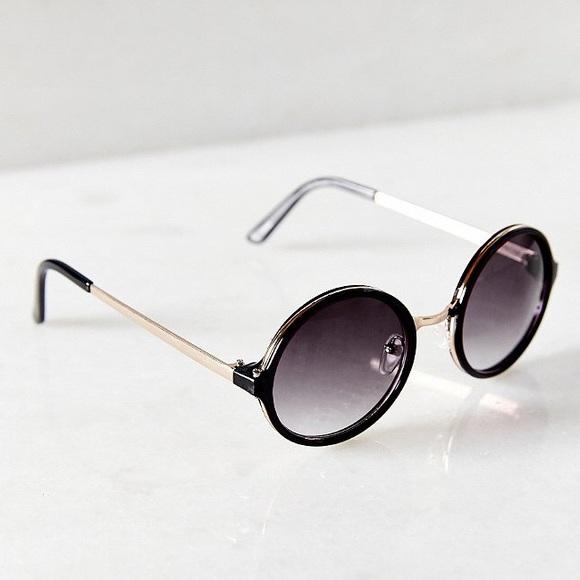 601fa1b7c6810 New UO Black Gold Retro Round Sunglasses