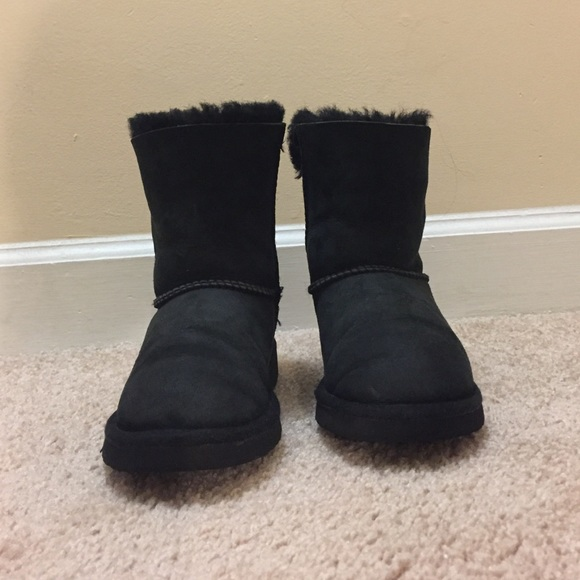 79 off ugg other ugg boots from rosa 39 s closet on poshmark. Black Bedroom Furniture Sets. Home Design Ideas