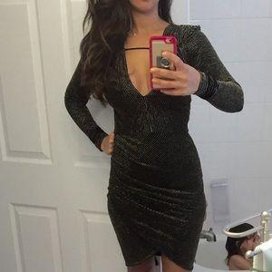 Dresses & Skirts - Gold & Black midi dress 🔥 worn once