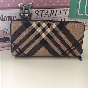 Handbags - New brown plaid wallet