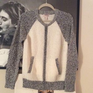 Forever 21 Sweaters - NWT Forever 21 sweater