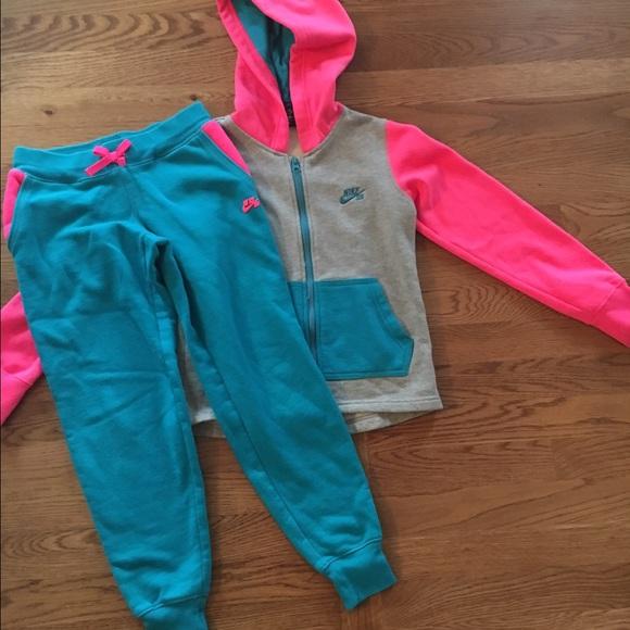 Girls Nike Sweat Suit