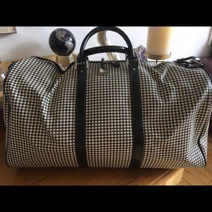 b865fedc86 Ralph Lauren Bags - Ralph Lauren Houndstooth Weekender Duffle Bag.