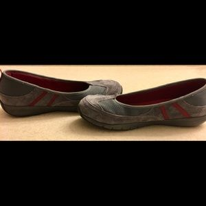 👣Mountain Trek Grey/Maroon Trim Flat