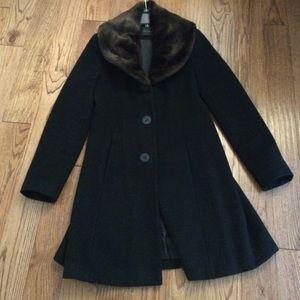 Tahari Jackets & Blazers - Gorgeous Tahari jacket size 8 gently worn