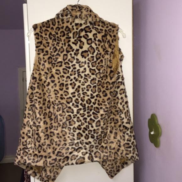 Jackets & Coats - Faux fur cheetah vest