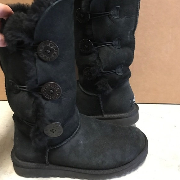 53 Off Ugg Shoes Like New Tall Bailey Button Black Uggs