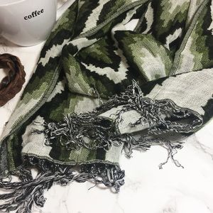 Accessories - Scarf <<