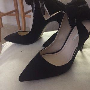 Zara black suede bow in back shoe