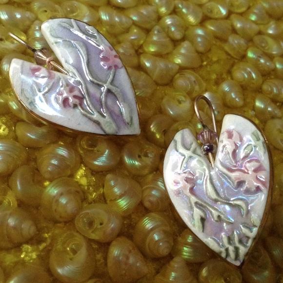 Vintage Jewelry - Glossy Clay Enamel Seaweed Heart Post Earrings