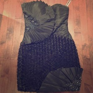 Tony Bowls Dresses & Skirts - Great Holiday Dress! Tony Bowls size 6