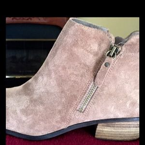 Brand new, never worn Vince Camuto bootie