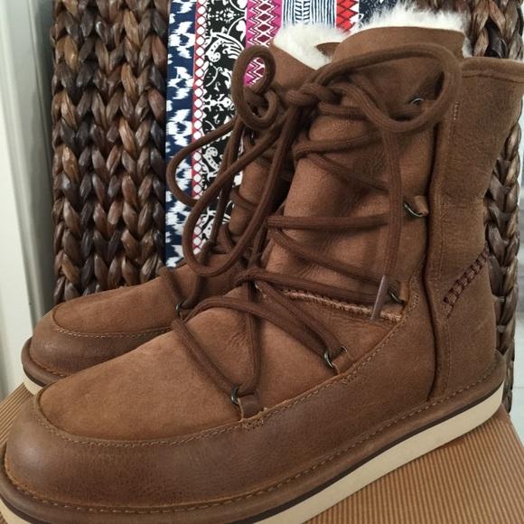 e756b5f6963 UGG Women's Lodge Short Chestnut Boot 💙
