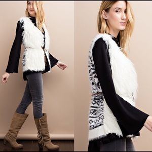 Jackets & Blazers - 🇺🇸TODAY ONLY🇺🇸 ❣2 LEFT❣FUR VEST W KNITTED BACK