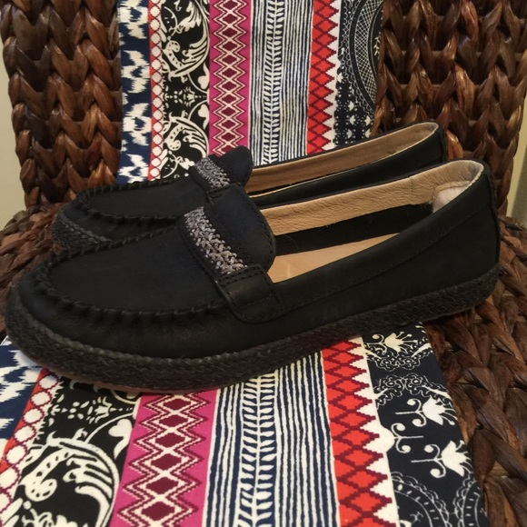 UGG® Kaelee Black Flats