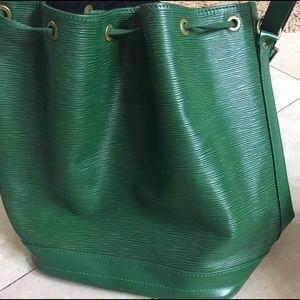 Vintage Authentic Louis Vuitton Noe Epi bag