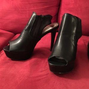 Women's 10 Black Zipper Heels