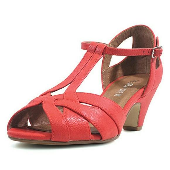 f27b3a8858 Chelsea Crew Shoes   1 Pair Left Nwt Salmon Nina Sandal   Poshmark