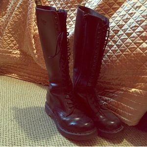 Doc Martens 🌎 20 Eye Hole Combat Boots
