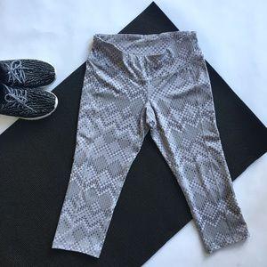 Old Navy Pants - Light Gray Zig Zag Dot Cropped Leggings