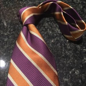 Elegant Hart Schaffner & Marx tie that stands out
