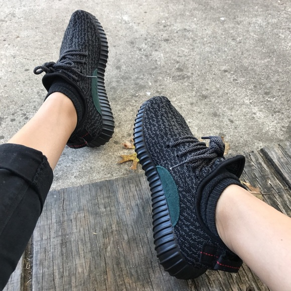 reputable site 67e21 107dd UA Yeezy boost 350 pirate black