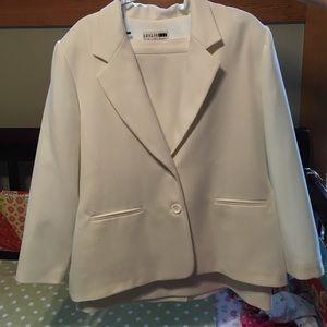 Leslie Fay Dresses & Skirts - White skirt suit