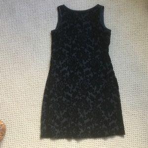 Black sleeveless evening dress