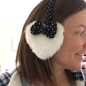 Accessories - Heart shaped adjustable earmuffs