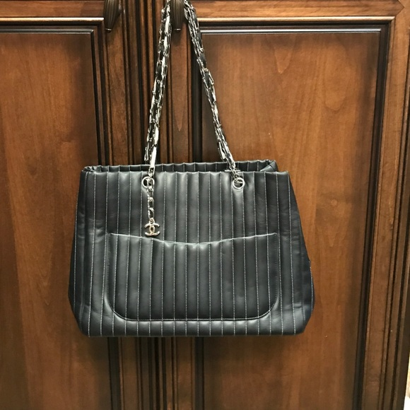d9789b012c9a CHANEL Handbags - CHANEL MADEMOISELLE LIGNE TOTE