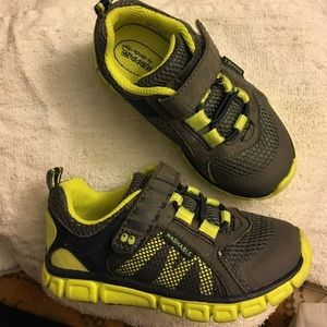 Toddler boys 7 Surprize by Stride Rite shoes EUC