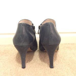 Vince Camuto Shoes - Vince Camuto Vive navy bootie, sz 8.5