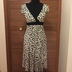 Maggy London Dresses & Skirts - Maggy London Cream and black dress Size 4 stretch