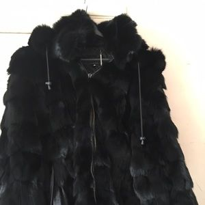 990f2458b I am selling a Knoles and Carter Luxe mink coat.