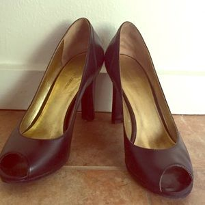 Banana Republic  peep toe pumps size 7