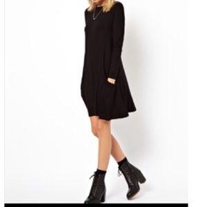 Dresses & Skirts - Black swing dress with side pockets