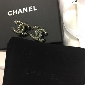 CHANEL Jewelry - Chanel Clip On Earrings