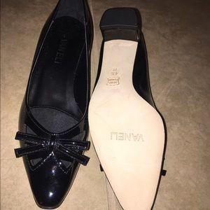 Vaneli Shoes - Vintage Vaneli's