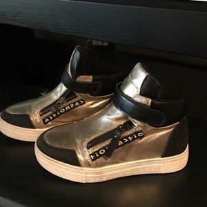 Other - Golden sneakers