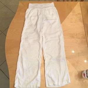 Lululemon rare white serene pant size 2 so comfy!!
