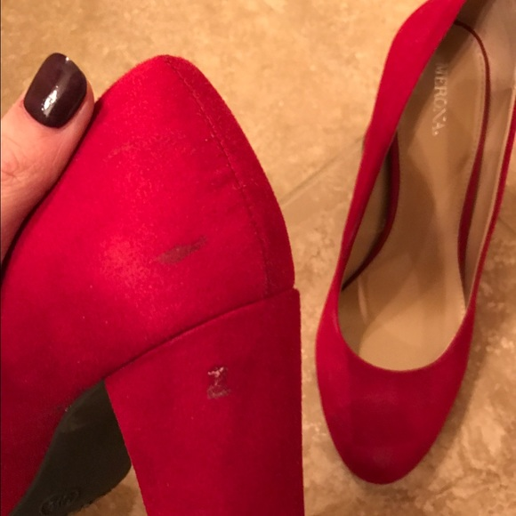 Merona Shoes - Round toe red chunky heel pumps