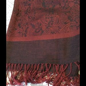 Accessories - Lovely merlot and black paisley scarf/wrap